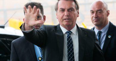 Senadores querem indiciar Bolsonaro