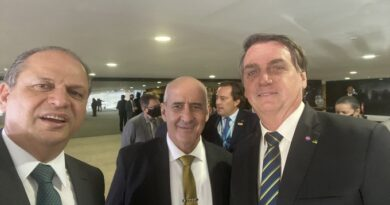 Bolsonaro na mira de Randolfe Rodrigues